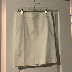 Loft skirt in white, size 4, worn once!